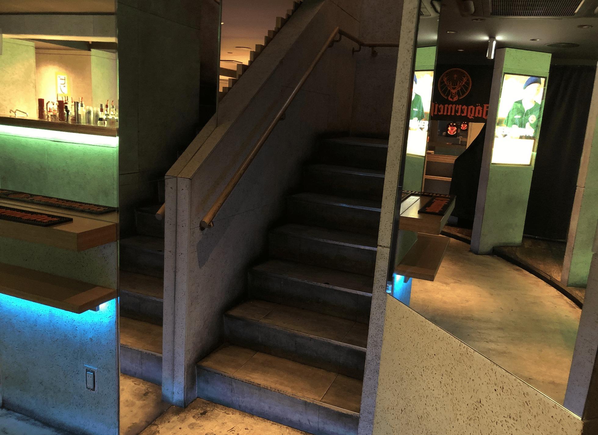 スイッチバー梅田の階段